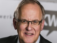 Dhr. E. J. Voortman, penningmeester